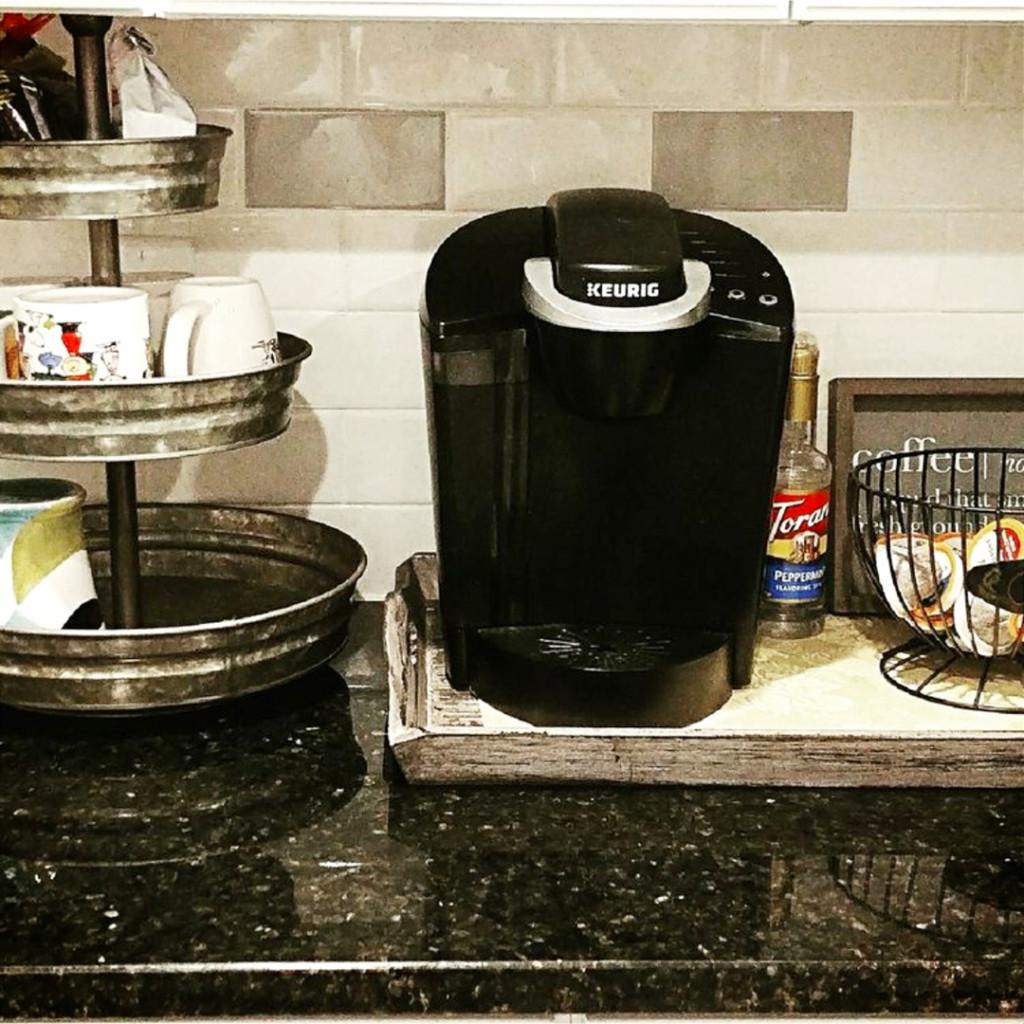 Small coffee nook coffee area in the kitchen #kitchenideas #diyroomdecor #homedecorideas #diyhomedecor #farmhousedecor