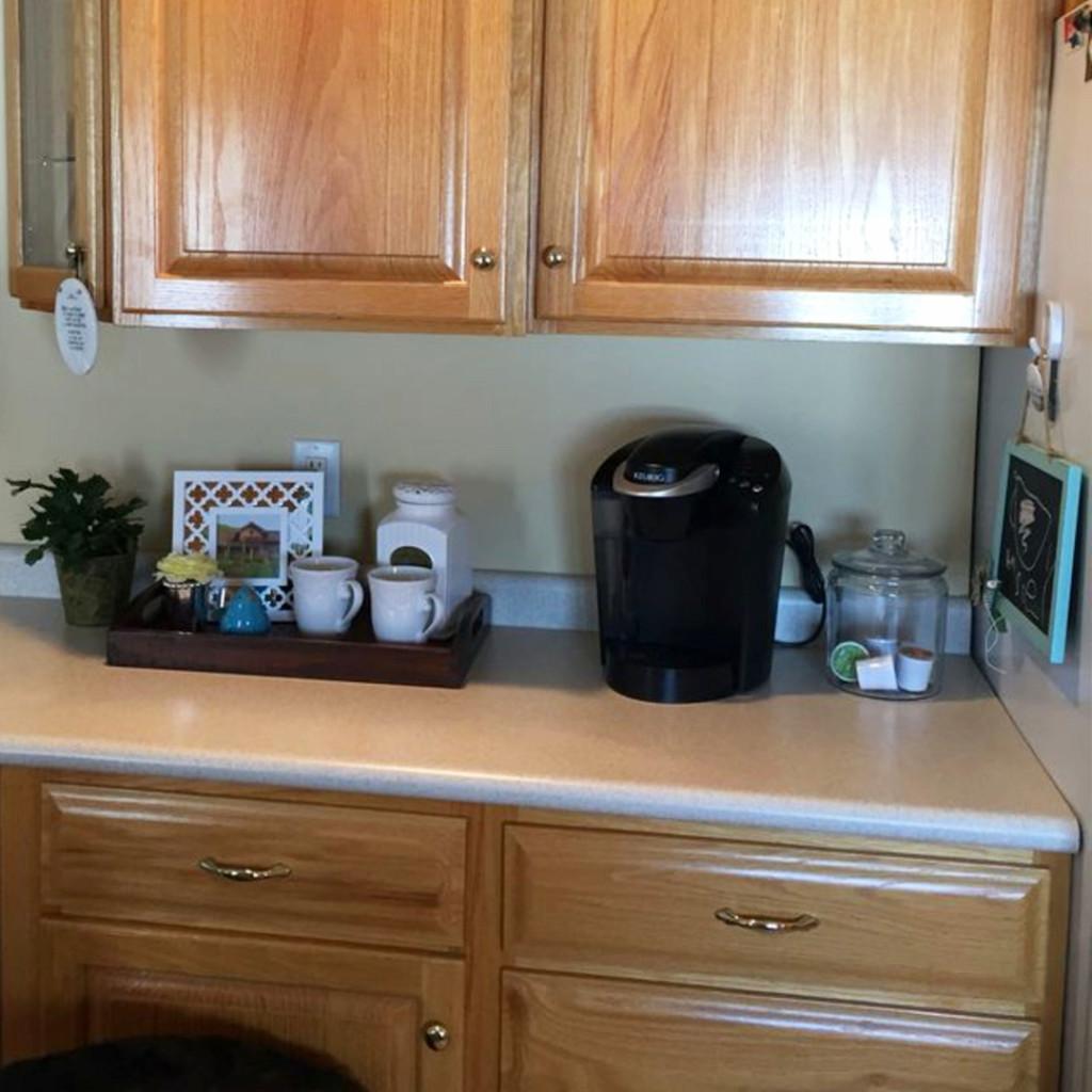 Kitchen coffee area ideas for the apartment #apartmentdecoratingideas #kitchenideas #diyroomdecor #homedecorideas #diyhomedecor #farmhousedecor