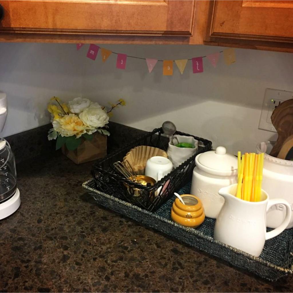 Kitchen coffee area ideas - #kitchenideas #diyroomdecor #homedecorideas #diyhomedecor #farmhousedecor