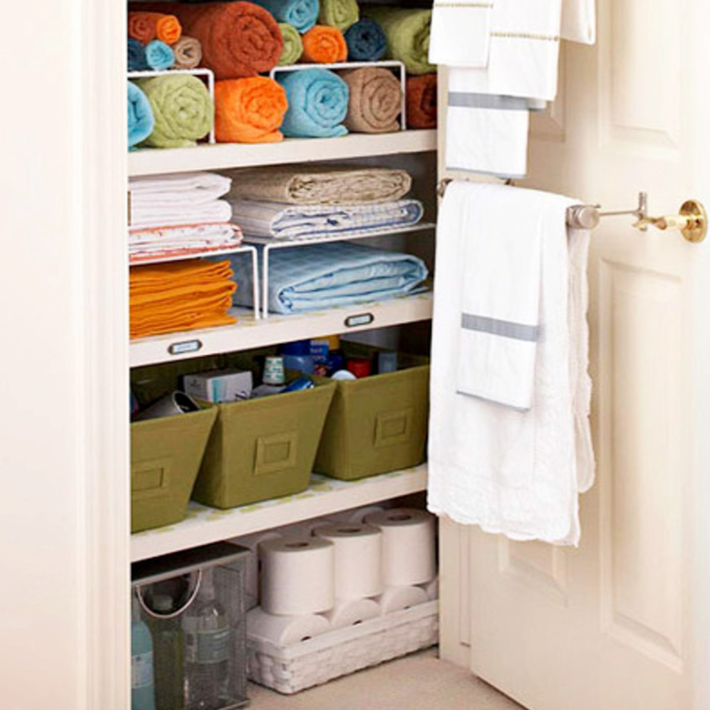 organizing a small house on a budget - maximizing space in a small house #cleverstorageideas #diystorage #storagesolutions #smallhomes